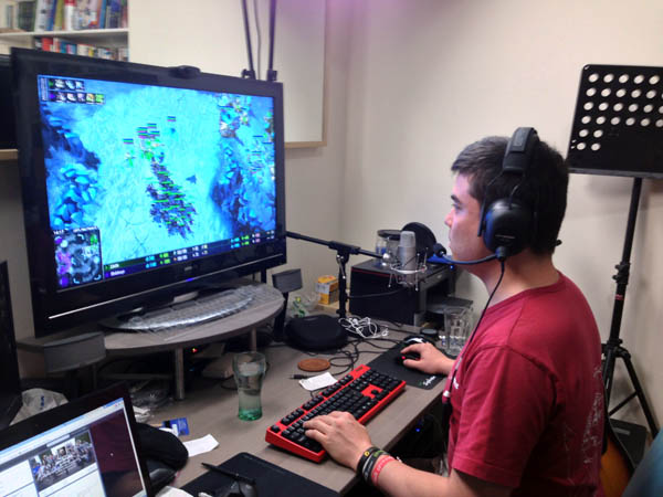 JoRoSaR Using Plantronics GameCom Commander Headset at Home
